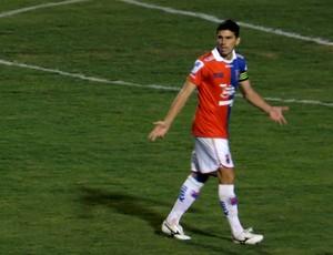 Zagueiro Anderson, do Paraná Clube, contra o Oeste (Foto: Fernando Freire)