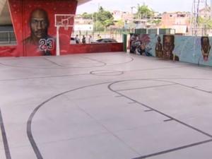 Parque Madureira tem quadras poliesportivas de futebol, tênis de mesa, basquete, ciclovia e a melhor pista de skate do país (Foto: Reprodução/TV Globo)