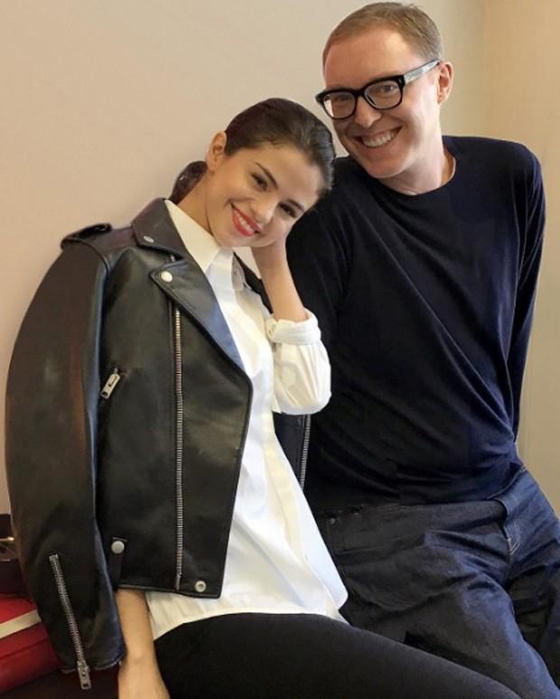 Selena Gomez e Stuart Vevers (Foto: Divulgação)