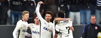 Corinthians rompe séries negativas e volta ao G-4  com virada sobre o Vitória (Marcos Ribolli)