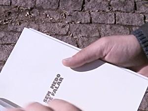Homem lançou livro contando abusos sofridos (Foto: Reprodução/RBS TV)