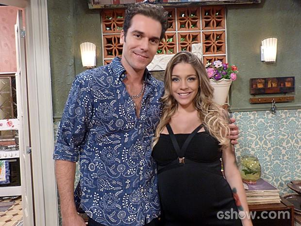 Os personagens de Osvaldo Romano e Luma Costa vão se envolver em Pé na Cova (Foto: Pé na Cova / TV Globo)