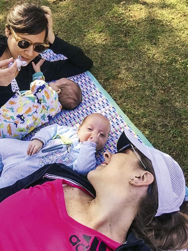 maternidade-amamentacao-maes-gemeos-2 (Foto: Acervo pessoal)