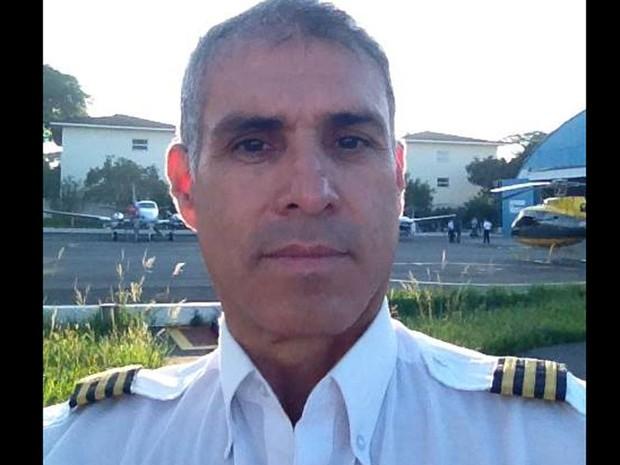 O piloto Osmar Rodrigues comandava o avião que caiu no mar em Paraty (Foto: Reprodução/Facebook/Osmar Rodrigues)
