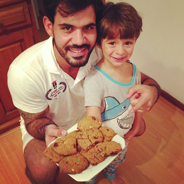 Juliano Cazarré e o filho (Foto: Reprodução/Instagram)