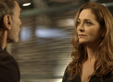 Eva procura Gordo e o questiona: 'Você teve outras mulheres nesse tempo que a gente ficou junto?'
