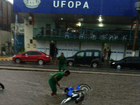 Chuvas alagam ruas e causam transtornos em Santarém, no PA