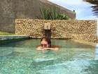 Marina Ruy Barbosa curte manhã em piscina e diz: 'Eu amo o Nordeste'