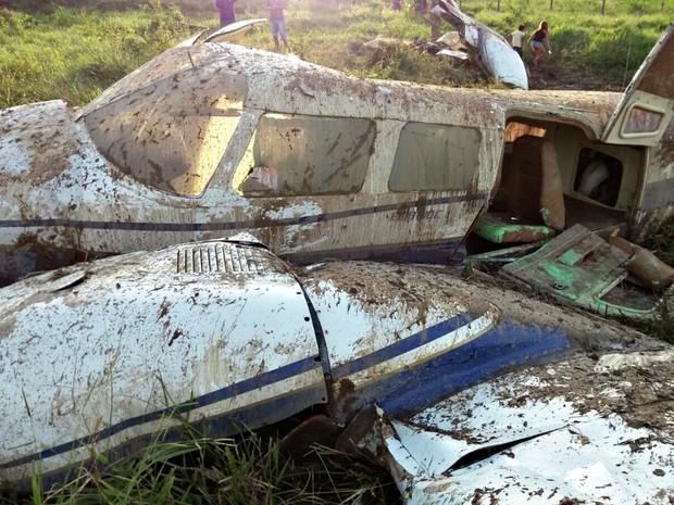 Dono do avião ainda não calculou o prejuízo com a queda do avião (Foto: Divulgação/PM)