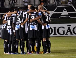 ABC - jogadores abraçados (Foto: Divulgação/ABC)