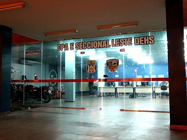 Caso foi registrado na Delegacia Especializada em Homicídios e Sequestros (DEHS), em Manaus (Foto: Marcos Dantas)