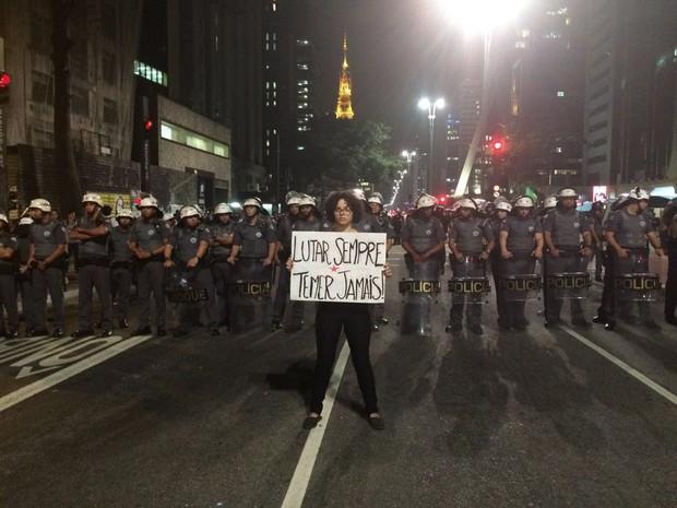 Protesto contra o impeachment na Avenida Paulista, em frente ao Masp (Foto: Roney Domingos/G1)