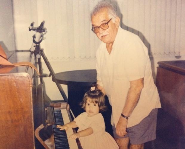 Débora Coutinho com o avô (Foto: Arquivo Pessoal)