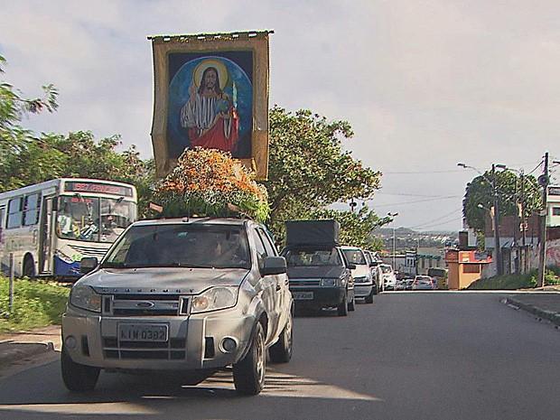 Carreata saiu do bairro de Rio Doce, em Olinda, em direção à Igreja da Sé (Foto: Reprodução / TV Globo)