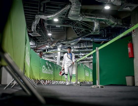 O sul-coreano Jinsun Jung caminha em direção ao vestiários após derrota (Foto:  Ricardo Nogueira/ÉPOCA)