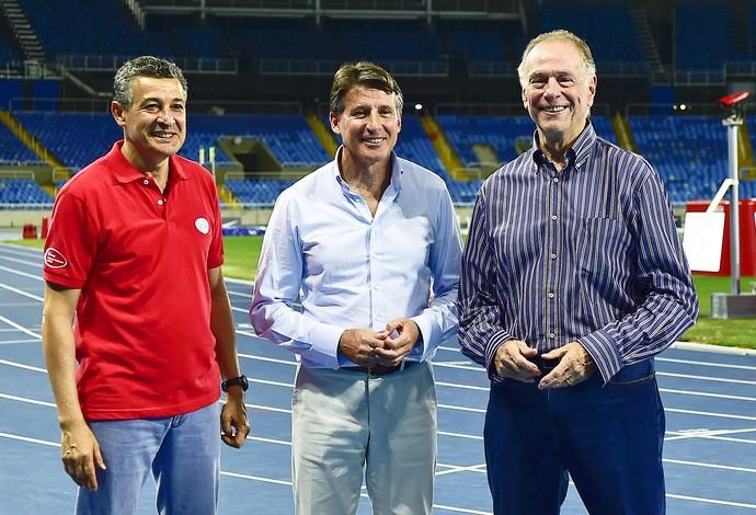 Sebastian Coe, Nuzman e Agberto Guimarães no Engenhão (Foto: Wagner Carmo/CBAt)