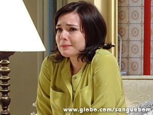 Renata sofre com decisão do rapaz (Foto: Sangue Bom/TV Globo)