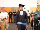 Aos 55 anos, marceneiro é o 1º preso a concluir graduação em São Paulo