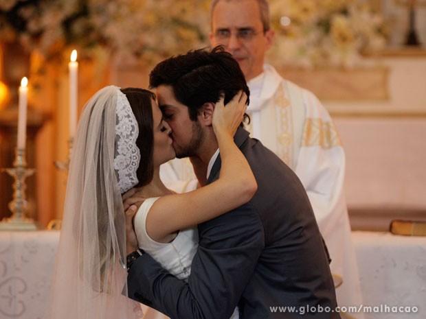 Enfim, CASADOS (e na igreja)!!! (Foto: Malhação/ TV Globo)