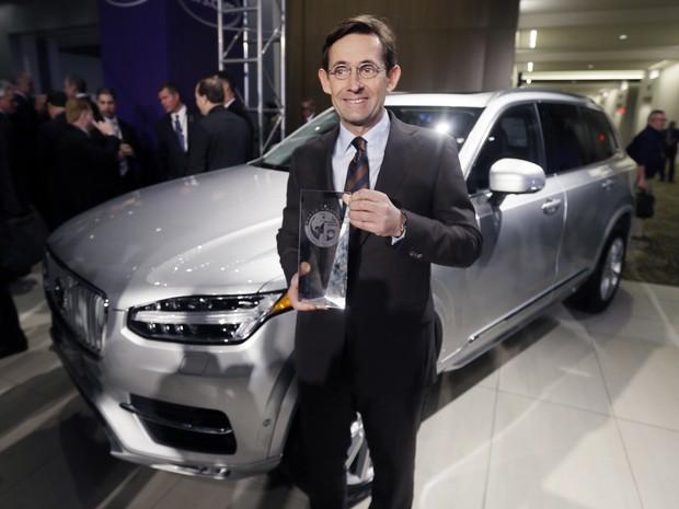 Executivo da Volvo recebe prêmio de utilitário do ano para o XC90 (Foto: AP Photo/Carlos Osorio)