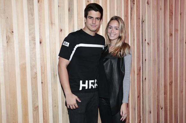 Enzo Celulari e a namorada, Carol (Foto: Manuela Scarpa e Rafael Cusato/Brazil News)