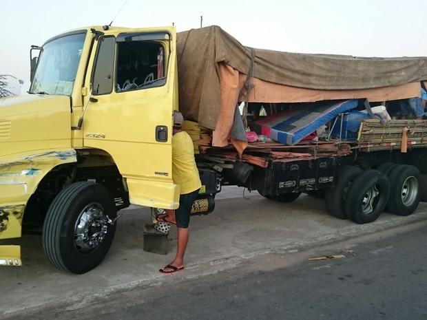Caminhão levava romeiros para o estado de Sergipe (Foto: Divulgação/ PRF)