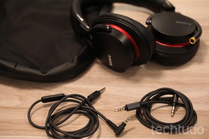 Headphone vem com duas conexões p2, com 1,2 m de cumprimento (Foto: Luana Marfim/Techtudo)