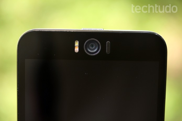 Câmera frontal do Zenfone Selfie é um dos destaques no celular (Foto: Luana Marfim/TechTudo)