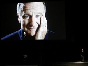Mortor no começo de agosto, Robin Wiliams foi homenageado por Billy Cristal no Emmy 2014. (Foto: Mario Anzuoni/Reuters)
