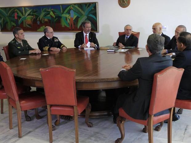Michel Temer recebe comandantes militares em reunião no Palácio do Planalto (Foto: Reprodução / Twitter)