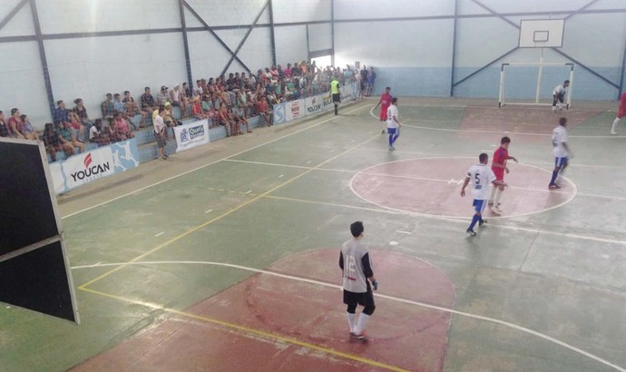 Quatis recebeu Angra dos Reis pela Copa Rio Sul de Futsal (Foto: Priscila Tanganelli/TV Rio Sul)