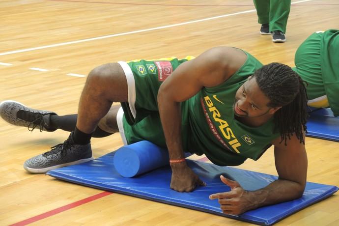 Nenê treino seleção masculina basquete Hebraica (Foto: David Abramvezt)