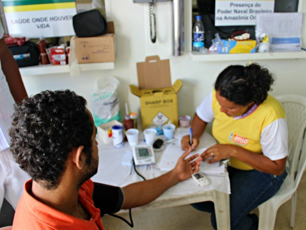 Atendimento médico realizado no Navio-Hospital da Marinha em Manacapuru (Foto: Sérgio Rodrigues/ G1 AM)