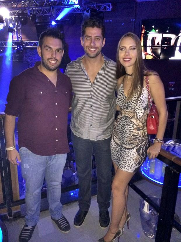 Marcelo Zagonel com a namorada, Marjorye Slaviero, de 22 anos, e o assessor, Cauê Garcia.  (Foto: Divulgação)