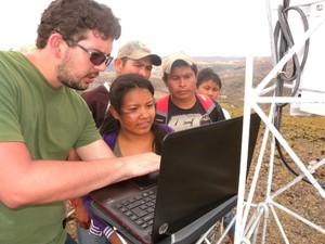 Indígenas com bolsa de pesquisa que trabalham no Projeto Cruviana  (Foto: Aldenir Cadete (ISA/CIR))