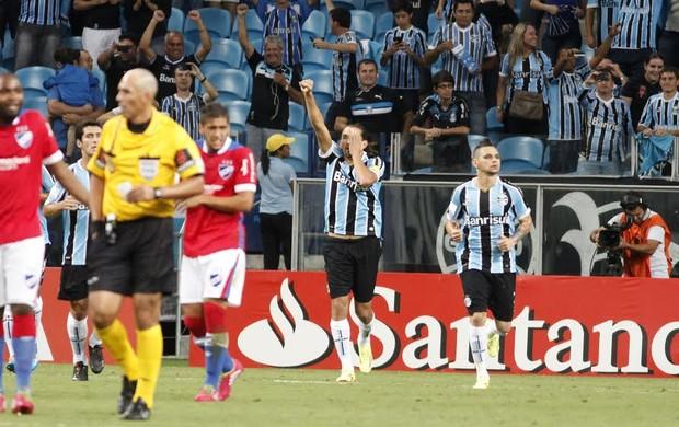 Barcos marcou o gol de pênalti no primeiro tempo (Foto: Diego Guichard/GloboEsporte.com)
