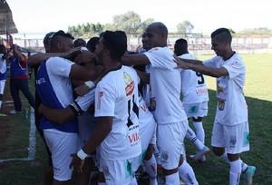 Figueirense-MG comemorando boa fase (Foto: Figueirense-MG/Divulgação)
