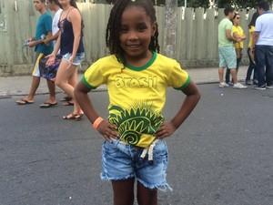 Laiane pediu para o pai levá-la a um jogo, após assistir a abertura da Olimpíada pela TV (Foto: Maiana Belo/G1 Bahia)