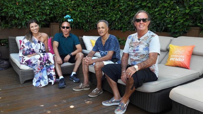 Camille Reis conversa com três dos Tiozões da praia  (Foto: Lívia Andrade/RBS TV)