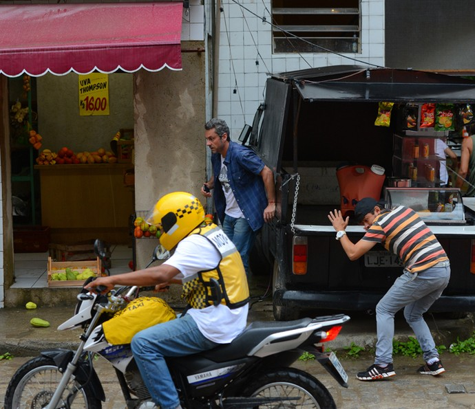 Romero leva um susto (Foto: Pedro Carrilho/ Gshow)