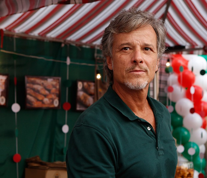 Vittorio, personagem de Marcello Novaes, é pai de Mario, Milena e Peppino (Foto: Ellen Soares / Gshow)