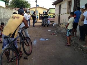 Corpo foi encontrado no bairro Valentina Figueiredo, em João Pessoa (Foto: Walter Paparazzo/G1)