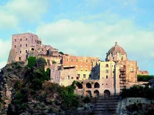O Castelo Aragonês, em Íschia (Foto: Divulgação/ENIT)