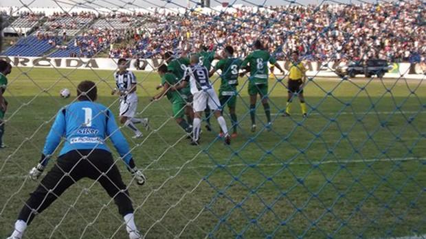 Treze e Icasa no Amigão (Foto: Silas Batista / globoesporte.com/pb)