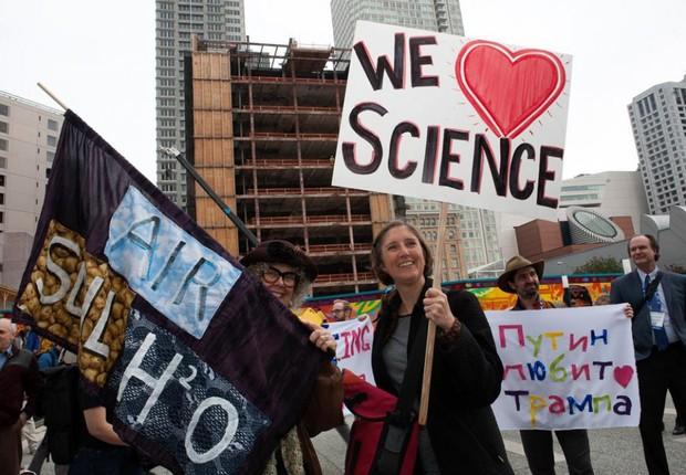 Protesto de cientistas na Califórnia contra as decisões do presidente Donald Trump (Foto: Reprodução/Facebook)