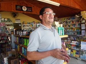 Comerciante teve a farmácia assaltada em dezembro do ano passado (Foto: Michelly Oda / G1)