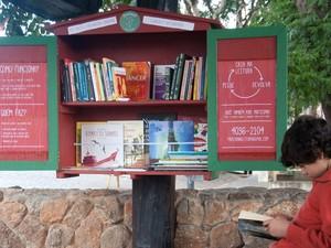 Criança participando do projeto Piracaia na leitura (Foto: Mirna Nóbrega/Divulgação)