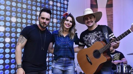 'Só na web': Rafa Maya e Delegado cantam 'Perfume de Cigarro'