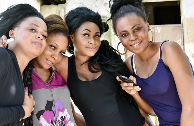 Bem Estar Para Clarear Pele Mulheres Da Costa Do Marfim Usam