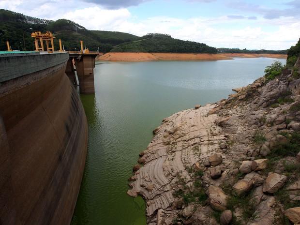 Reservatório da Usina Hidrelétrica de Funil, no sul do Rio de Janeiro, atingiu o nível mais baixo desde 1969.  (Foto: Marcos de Paula/Estadão Conteúdo)